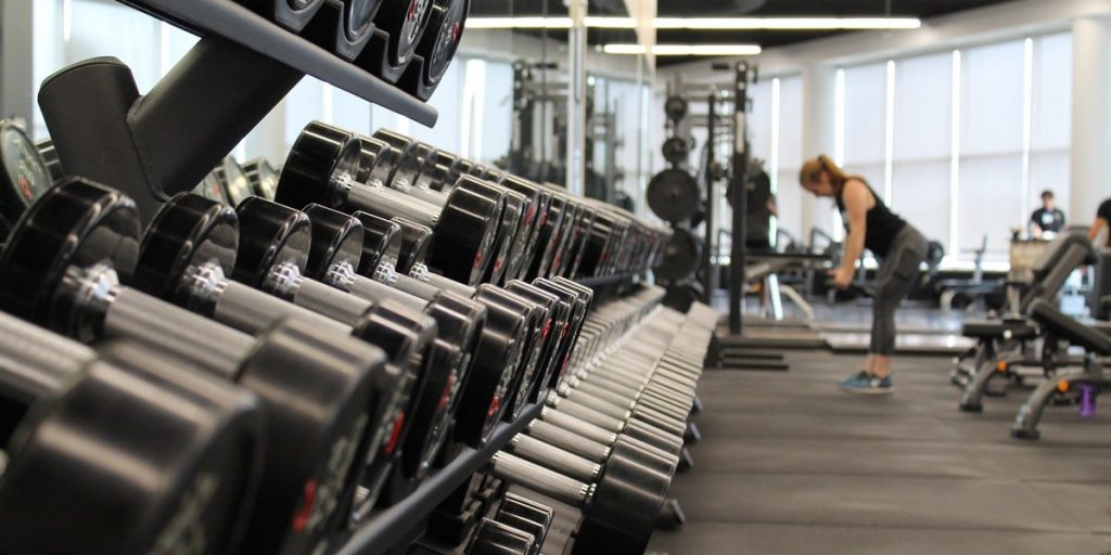 Differences Between Free Weights and Machines