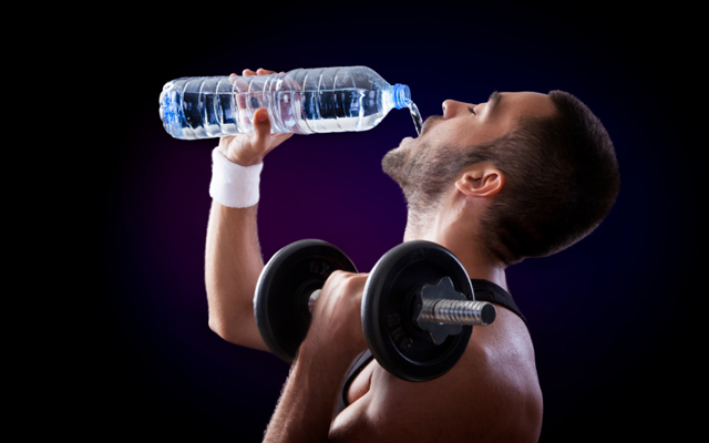 How Heavy Weightlifting Affects Diet - Drinking water with dumbbell